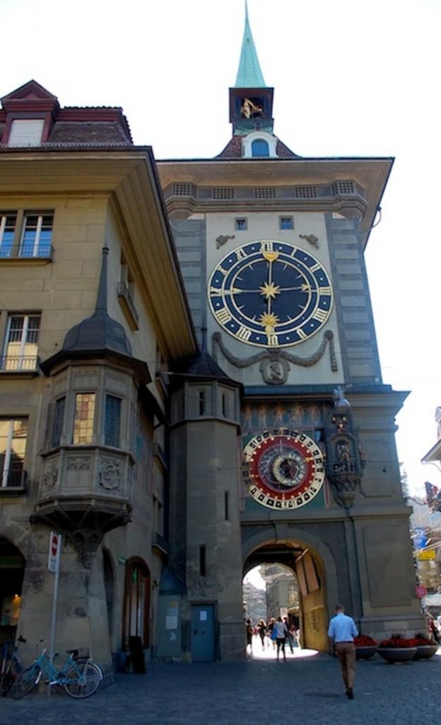 Часовая башня - астрономические часы датируются 1530 годом