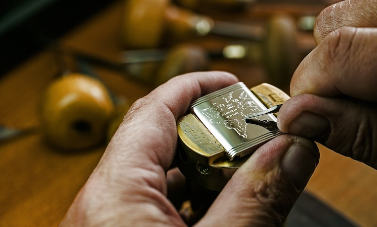 Engraving at Manufacture Jaeger-LeCoultre -® Johann Sauty